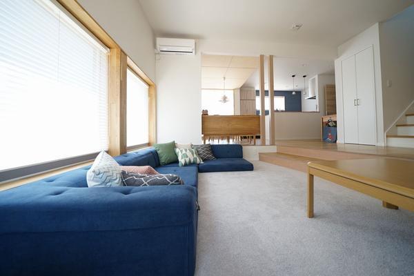 05_livingroom_lowangle_1800_1200.jpg